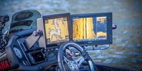 Garmin GPS in Yamaha speed boat